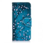 Δερμάτινη Θήκη Πορτοφόλι με Βάση Στήριξης για Samsung Galaxy J6 (2018) - Ανθισμένα Κλαδιά σε Μπλε Φόντο