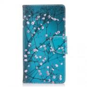 Δερμάτινη Θήκη Πορτοφόλι με Βάση Στήριξης για Sony Xperia L2 - Ανθισμένα Κλαδιά σε Μπλε Φόντο