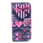 Δερμάτινη Θήκη Πορτοφόλι με Βάση Στήριξης για iPhone 5c - Καρδιές με Φιόγκο σε Μπλε Φόντο