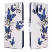 Δερμάτινη Θήκη Πορτοφόλι με Βάση Στήριξης για Samsung Galaxy A51 - Μπλε Πεταλούδες σε Λευκό Φόντο