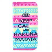 Δερμάτινη Θήκη Πορτοφόλι με Βάση Στήριξης για iPhone 5 5s SE -  Η φράση Keep Calm σε Tribal Φόντο