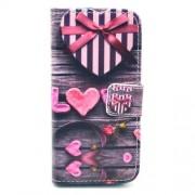 Δερμάτινη Θήκη Πορτοφόλι με Βάση Στήριξης για iPhone 5 5s SE -  Love με Καρδιές σε Μπλε Τζιν Φόντο