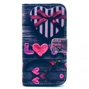 Δερμάτινη Θήκη Πορτοφόλι με Βάση Στήριξης για Samsung Galaxy S4 I9500 I9505 - Καρδιές και η Λέξη Love σε Μπλε Τζιν Φόντο