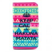 Δερμάτινη Θήκη Πορτοφόλι με Βάση Στήριξης για Samsung Galaxy S4 I9500 I9505 - Η Φράση Keep Calm και Hakuna Matata σε Tribal Φόντο